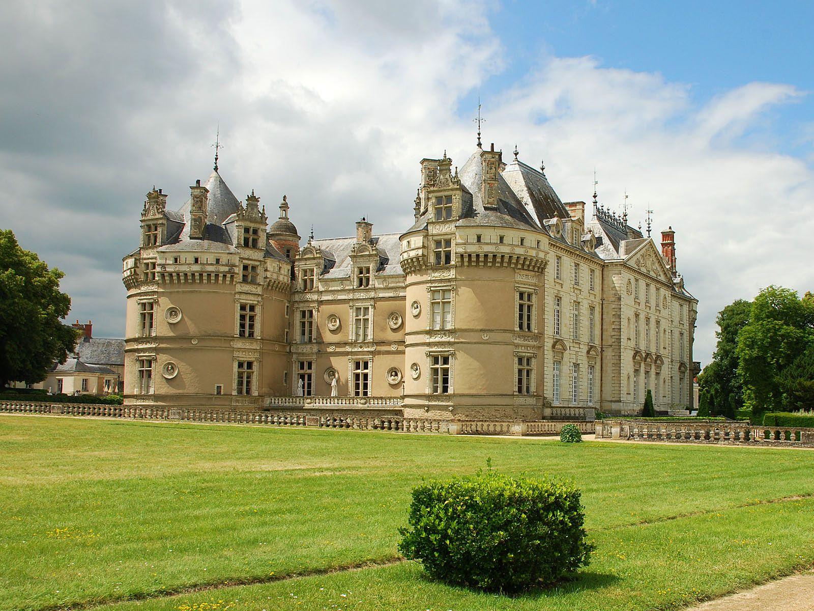 название дворцов и замков что нужно